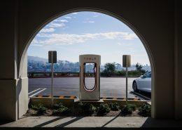 Diese Ladestation könnte bald Vergangenheit sein. Drahtloses Aufladen ist ein weiterer Schritt der Elektromobilität. Foto: CC0